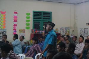 Peserta Musdes Abu Tholib (Sie-Kemasyarakat BPD) Dalam Sesi Tanya Jawab Musdes Tentang P7D