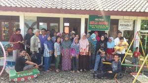 Tim Penyusun Kurikulum PAUD-KBD Bersama Orangtua Murid PAUD Mulia Bangsa Desa Wlahar Wetan