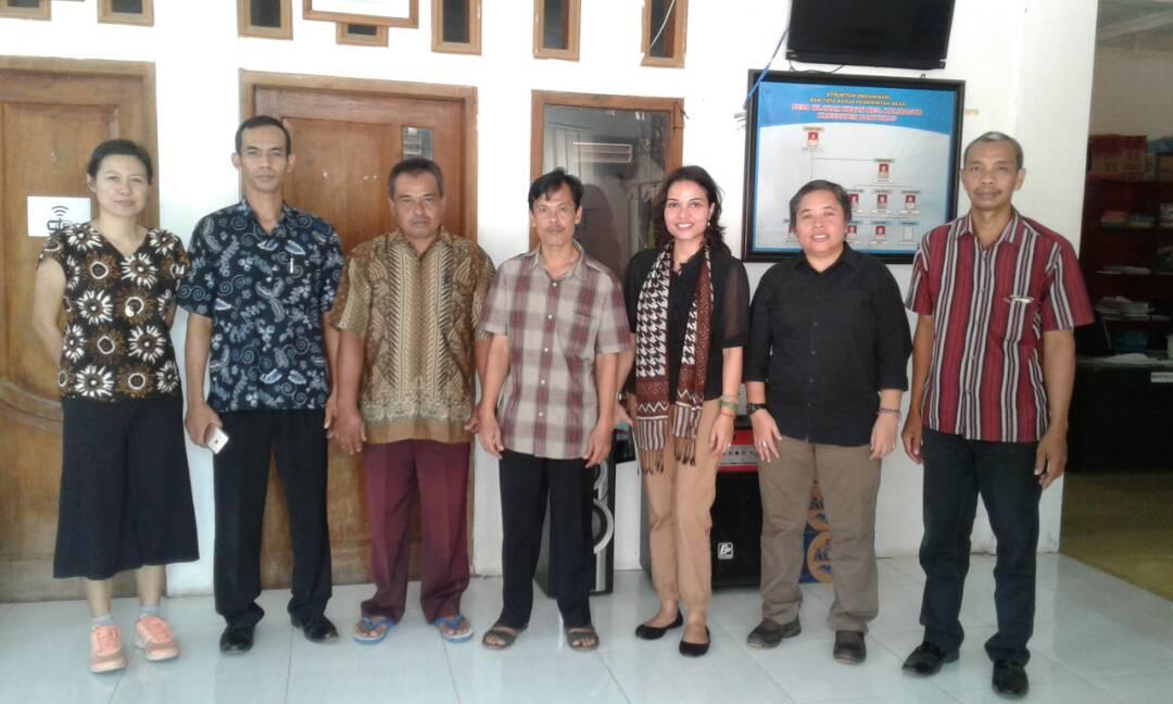 Foto Bersama fasilitator UI Fakultas Hukum bersama Perangkat Desa Wlahar Wetan
