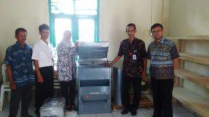 Mesin Seed Cleaner dan Vacuum Packaging Sealer untuk Produksi Beras Premium Kerjasama Unit Usaha Pemasaran Bumdes dengan Unit Produksi kelompok Tani Eka Karya Desa Wlahar Wetan